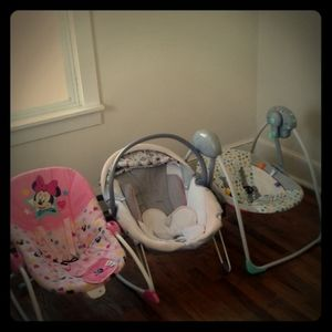 I'm selling baby clothes,diapers, bouncy seats